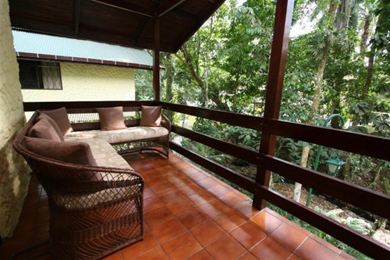 bungalow-balcony-107k.JPG.1024x0.JPG