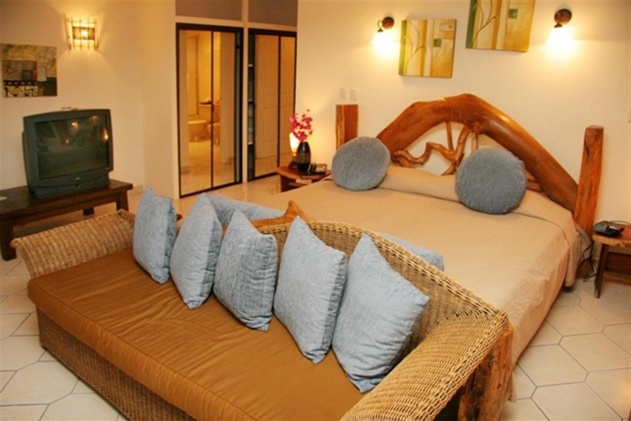 suite-bedroom-closets-195k.jpg.1024x0.jpg