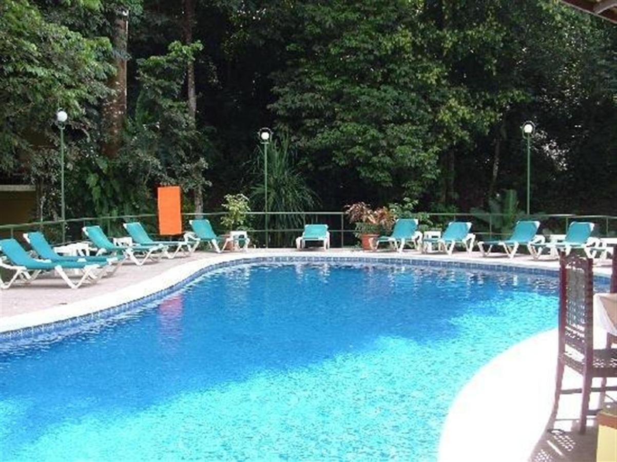 byblos-luxury-pool-1.jpg.1024x0.jpg