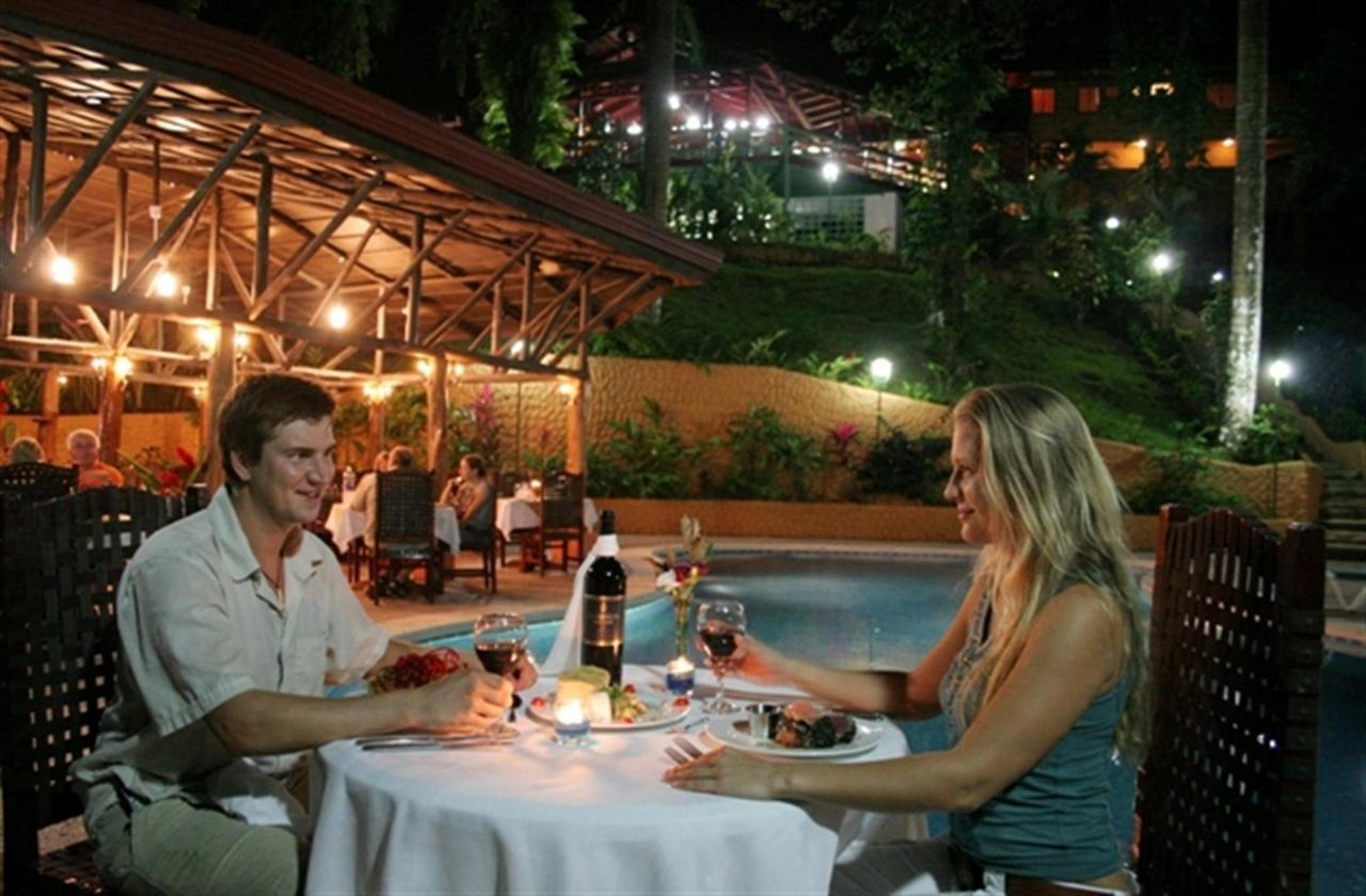 bistro-romantic-dinner-233k.jpg.1024x0.jpg
