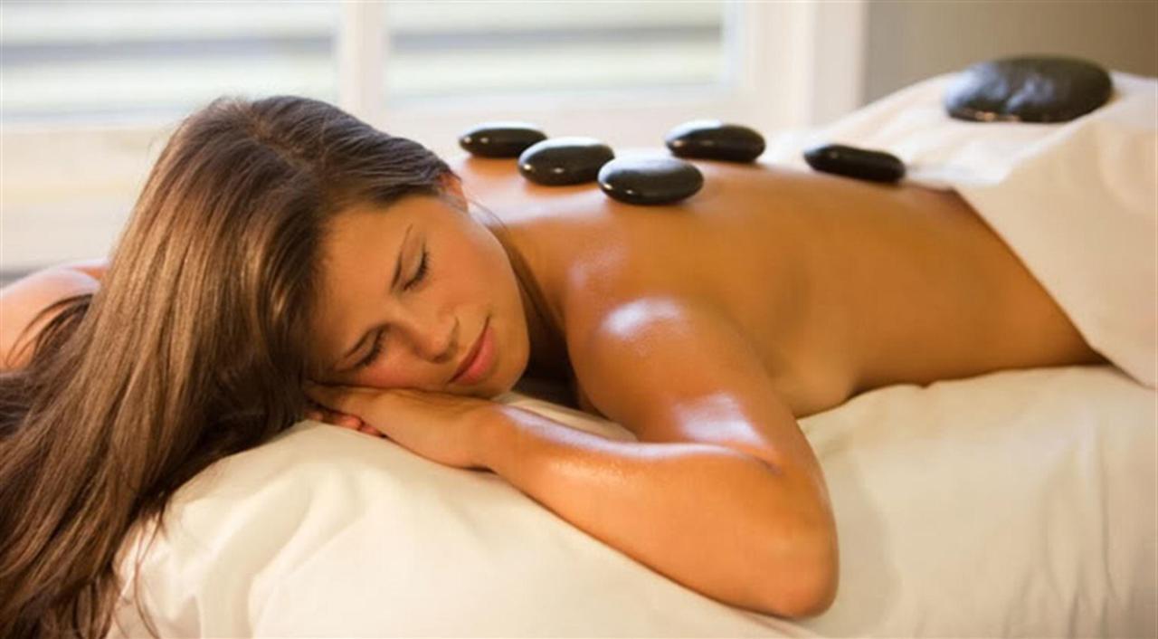 spa-stone-massage.jpg.1024x0.jpg