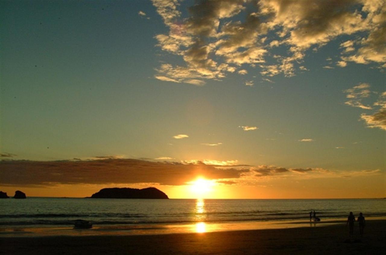 website-tom-sunset.jpg.1024x0.jpg