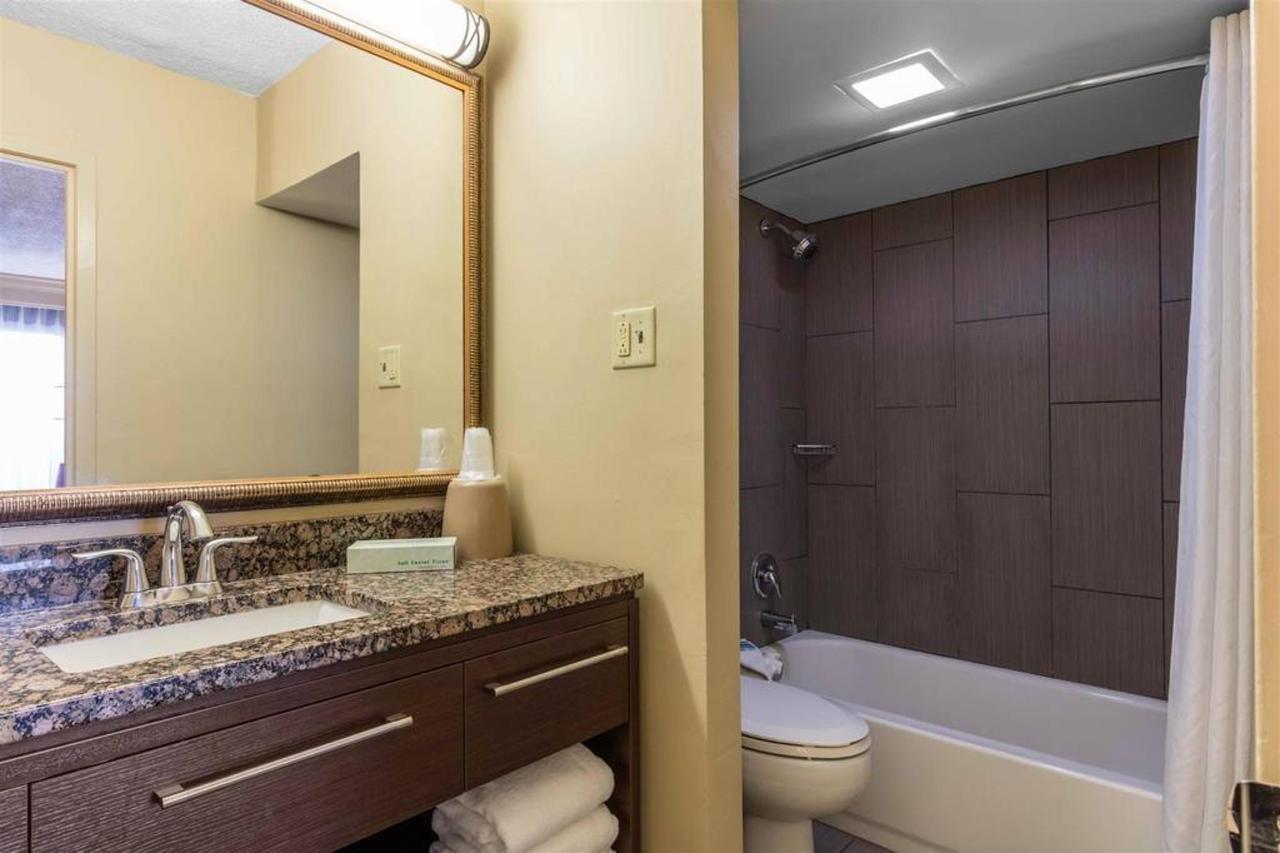 tn724bathroom1-1.jpg.1024x0.jpg