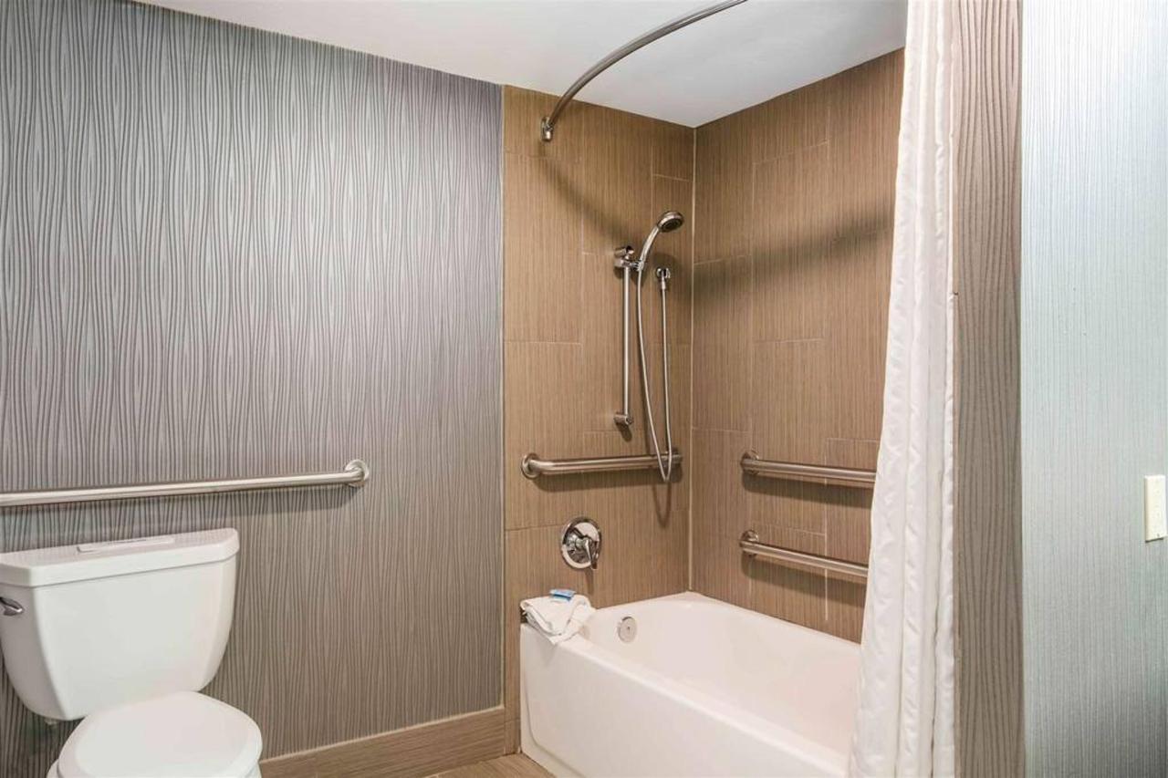 tn724handicapbathroom1.jpg.1024x0.jpg