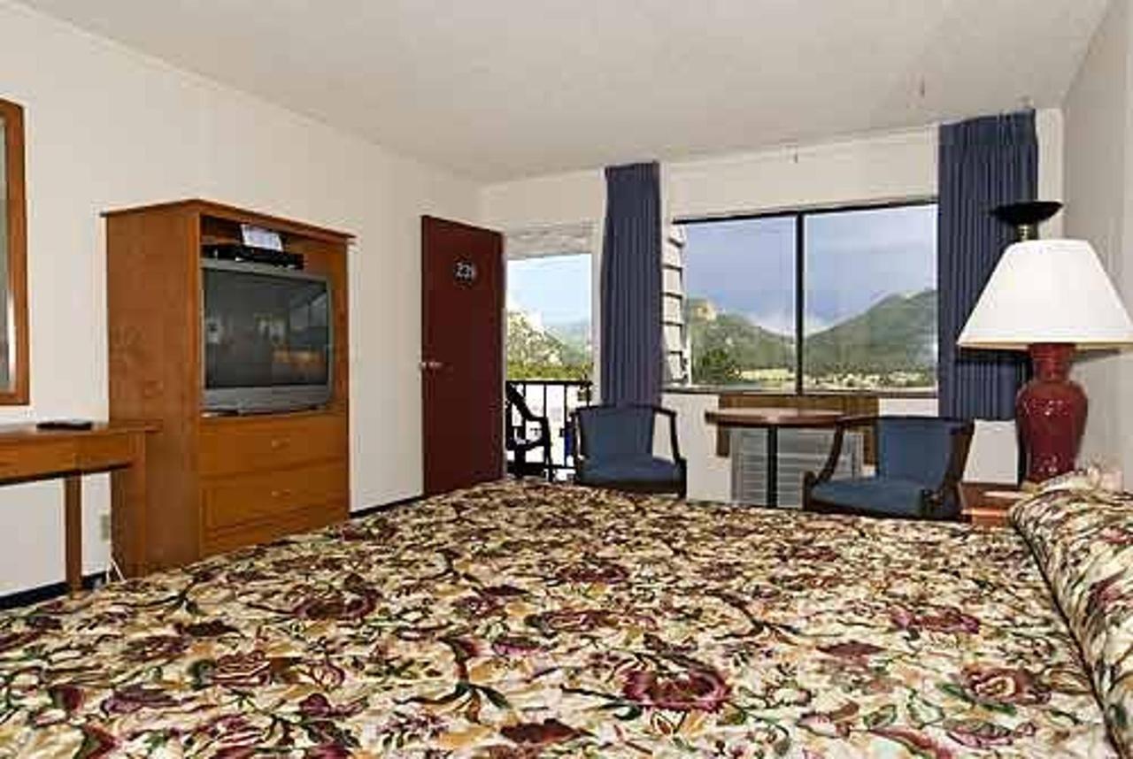 King Bed, Whirlpool Suite, No Smoking.jpg