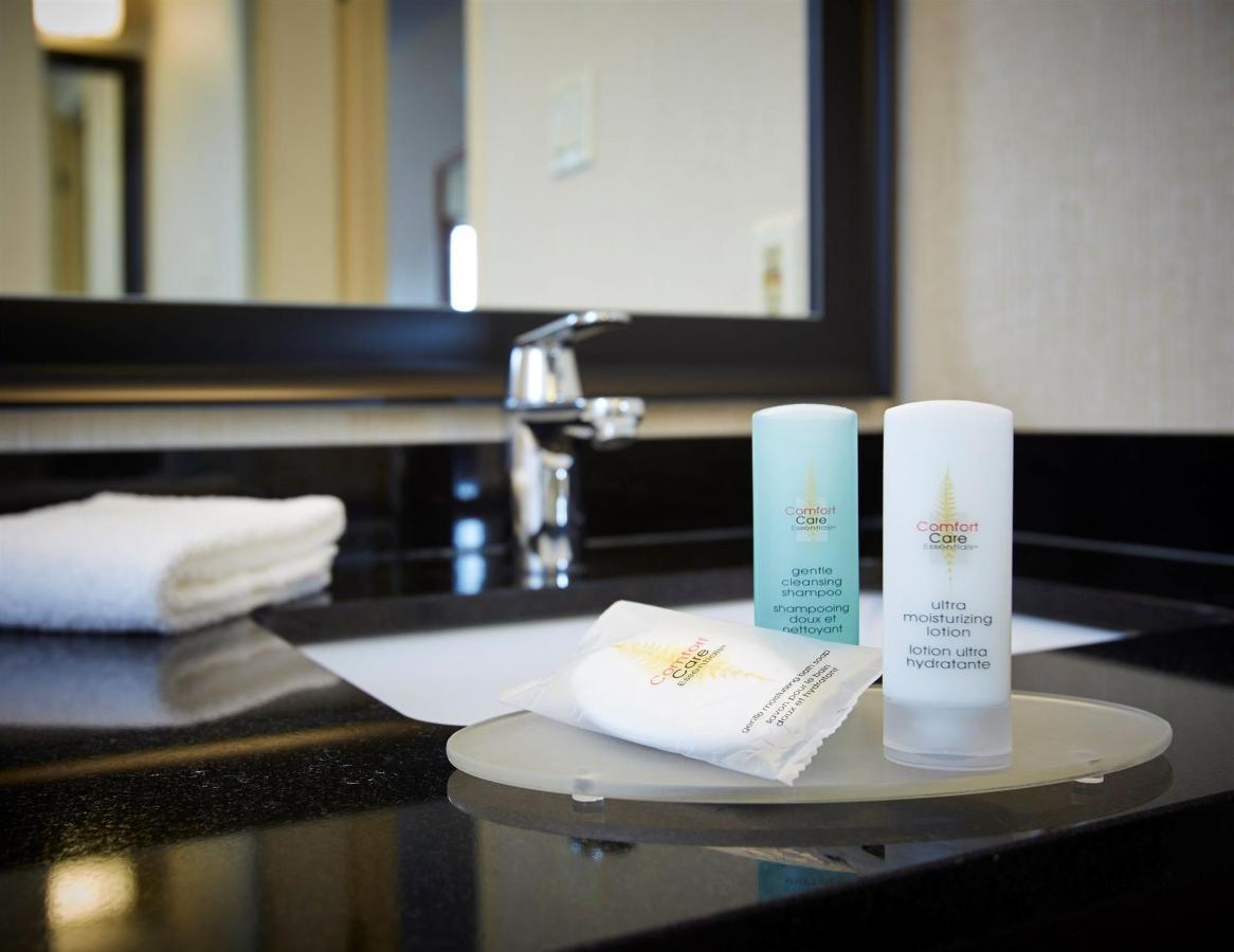 vanity-amenities.jpg