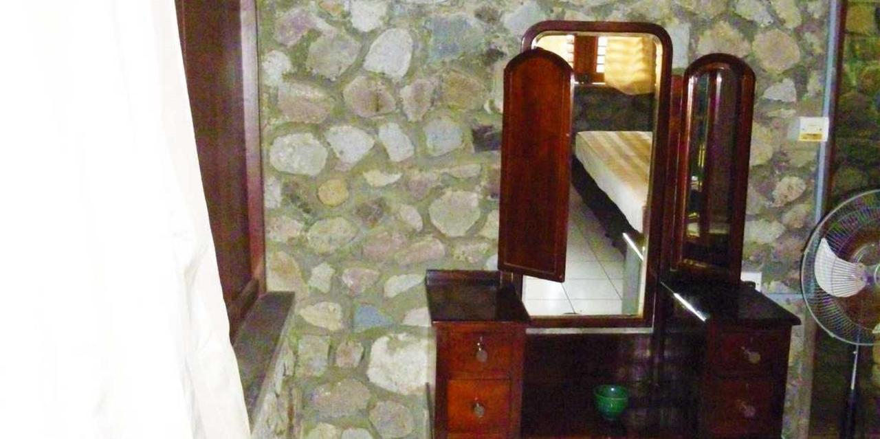 Standard Room Piton View - Hummingbird - Saint lucia5.JPG
