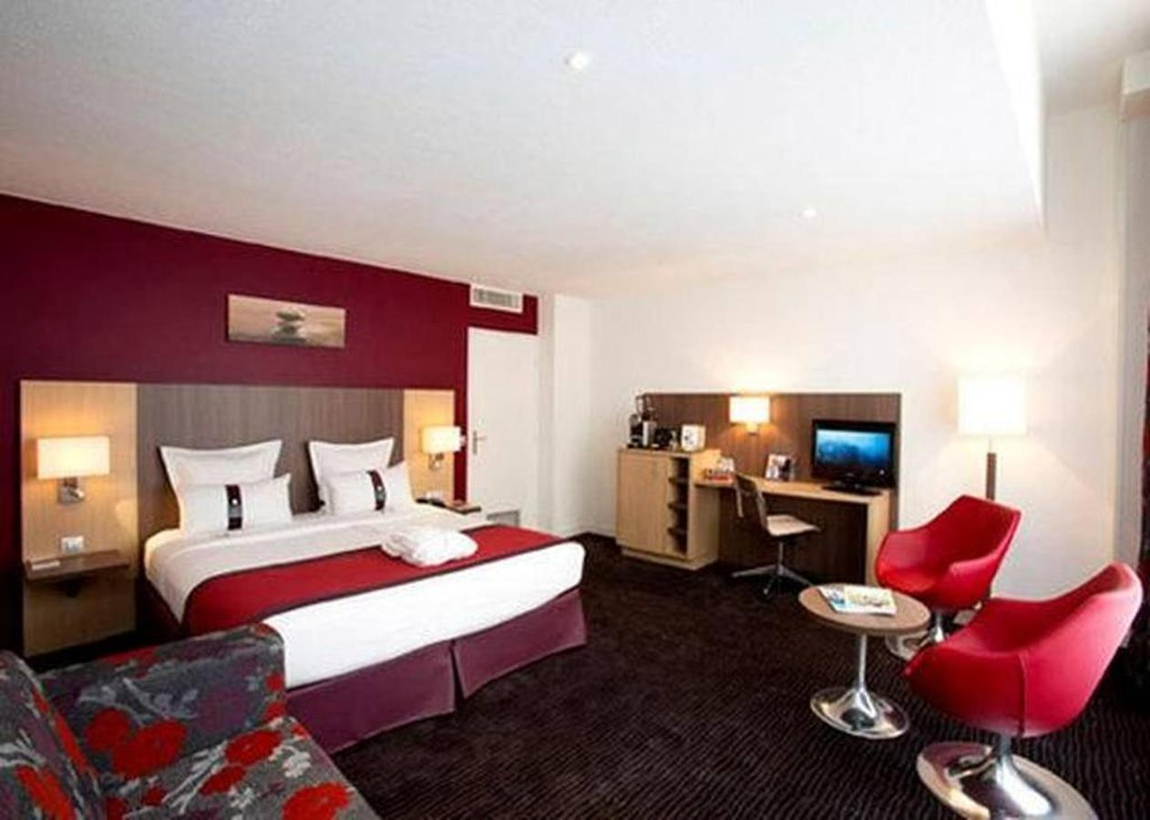 guest-room.jpg.1024x0.jpg