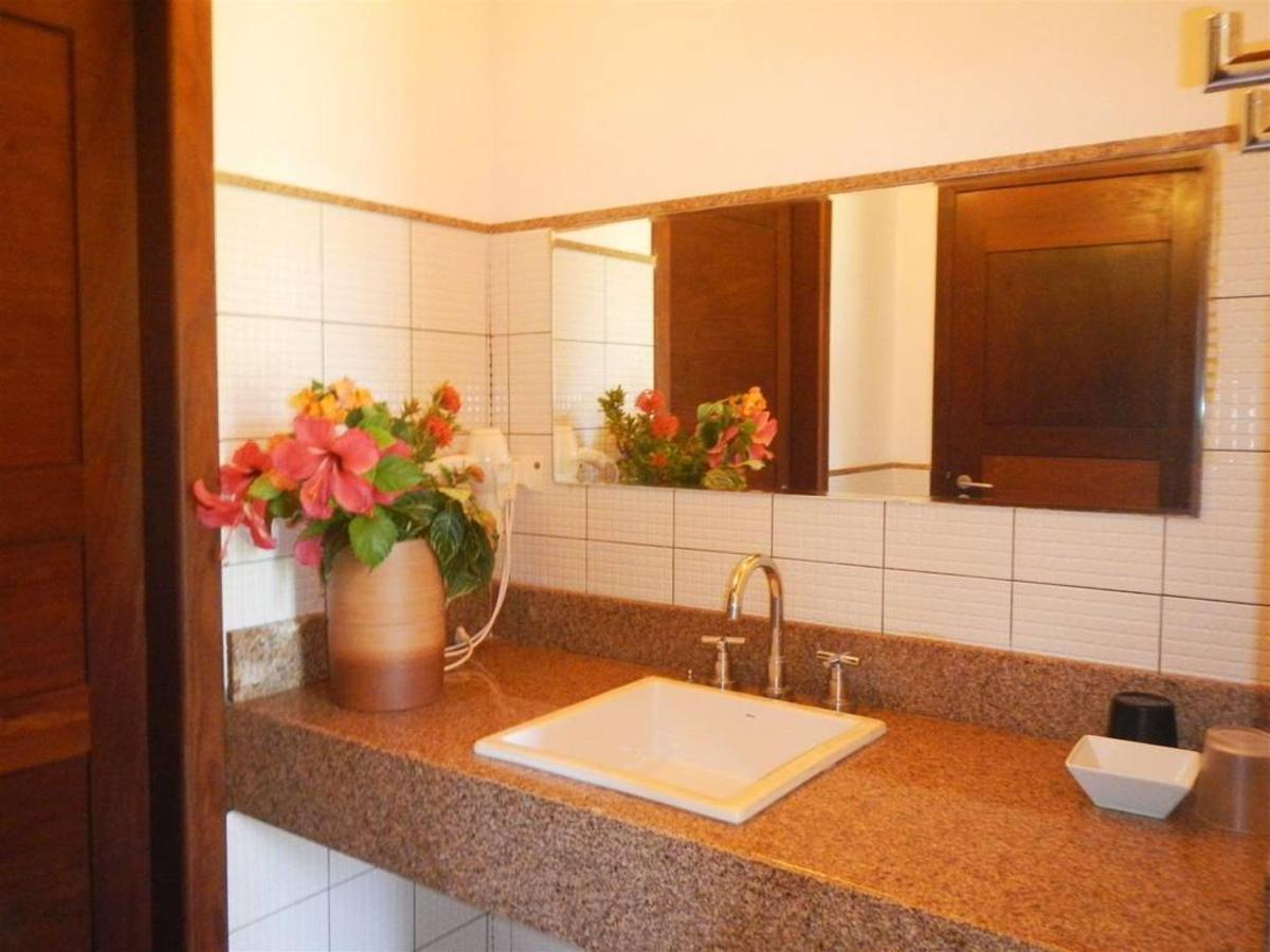 bathroom-2.JPG.1024x0.JPG