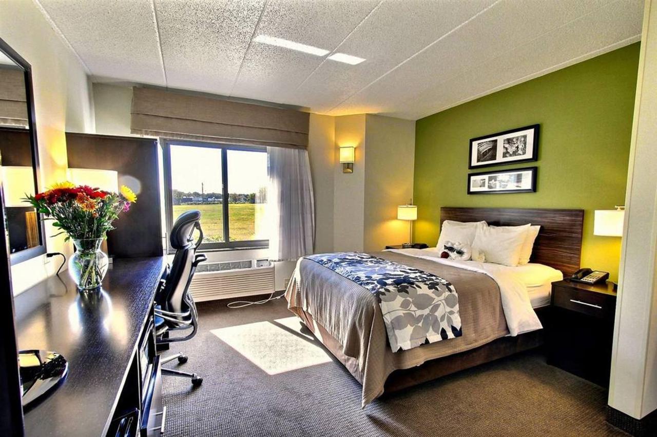 queen-guest-room-a1.jpg.1024x0.jpg