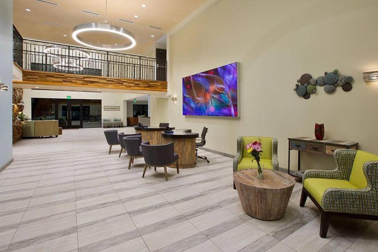 lobby.jpg.1024x0.jpg
