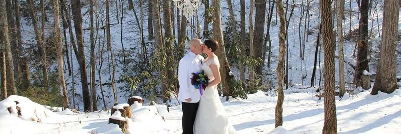 chapel-at-the-park-winter-wedding-couple-in-the-snow-01.jpg.1340x450_default.jpg