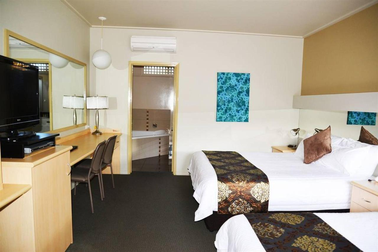 1 Queen Deluxe Bed, 1 Single Bed : Deluxe room with one queen & one single beds, SPA.jpg