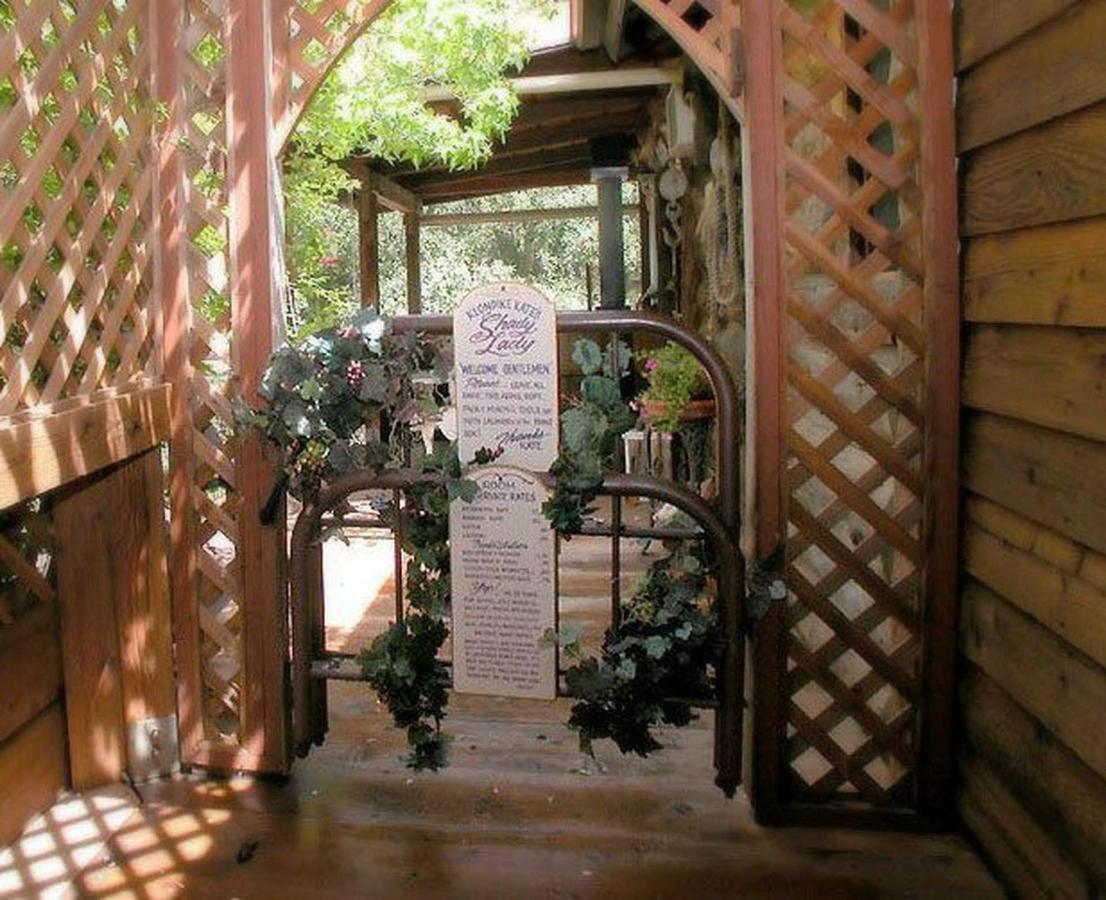 shady-entrance.jpg.1920x0.jpg