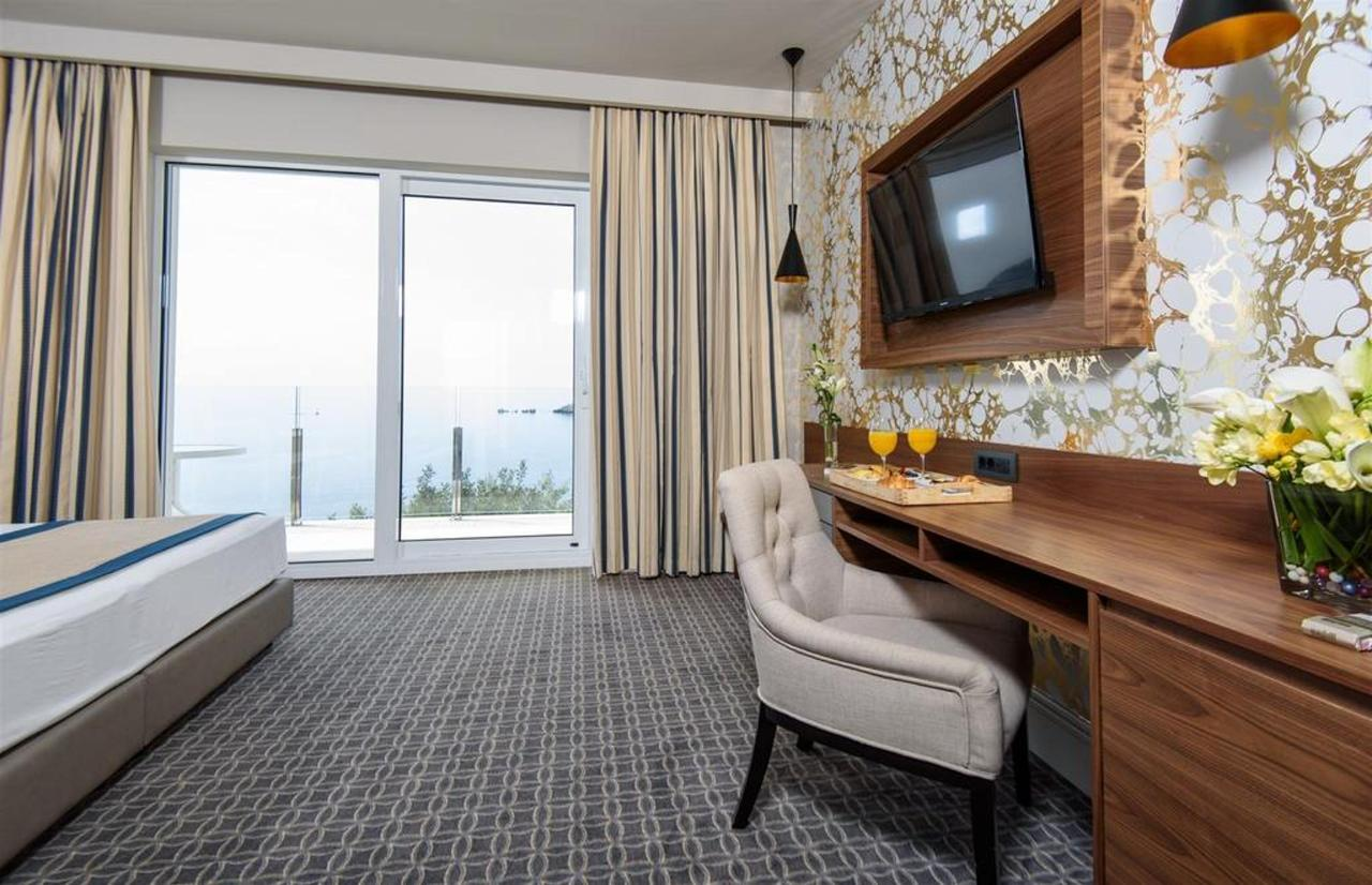 Superior Sea View Room With Balcony.jpg