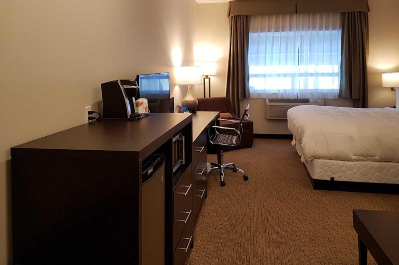 1-king-bed-efficiency-suite-3.jpg
