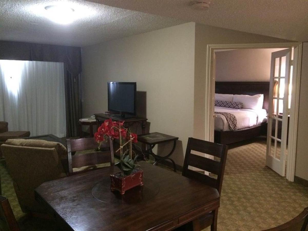 king-bed-suite.JPG.1080x0.JPG