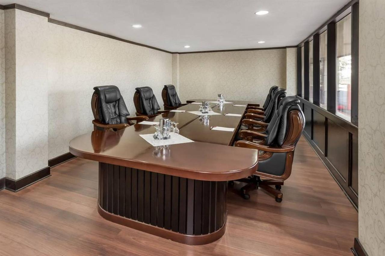 conference-room-1_low-res.jpg.1080x0.jpg