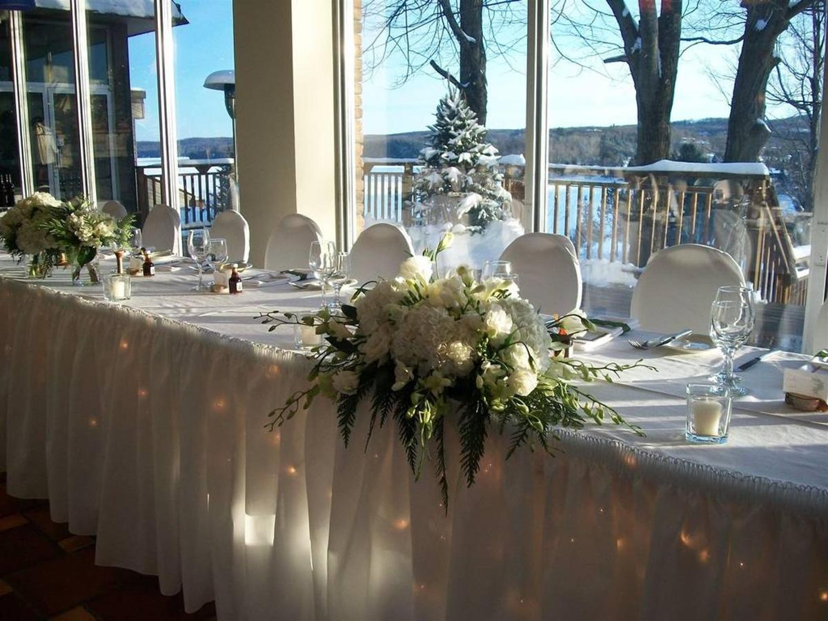 winterweddingheadtable.jpg.1024x0.jpg
