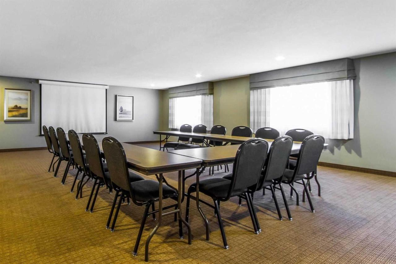 ph-meeting-room.jpg.1920x0.jpg