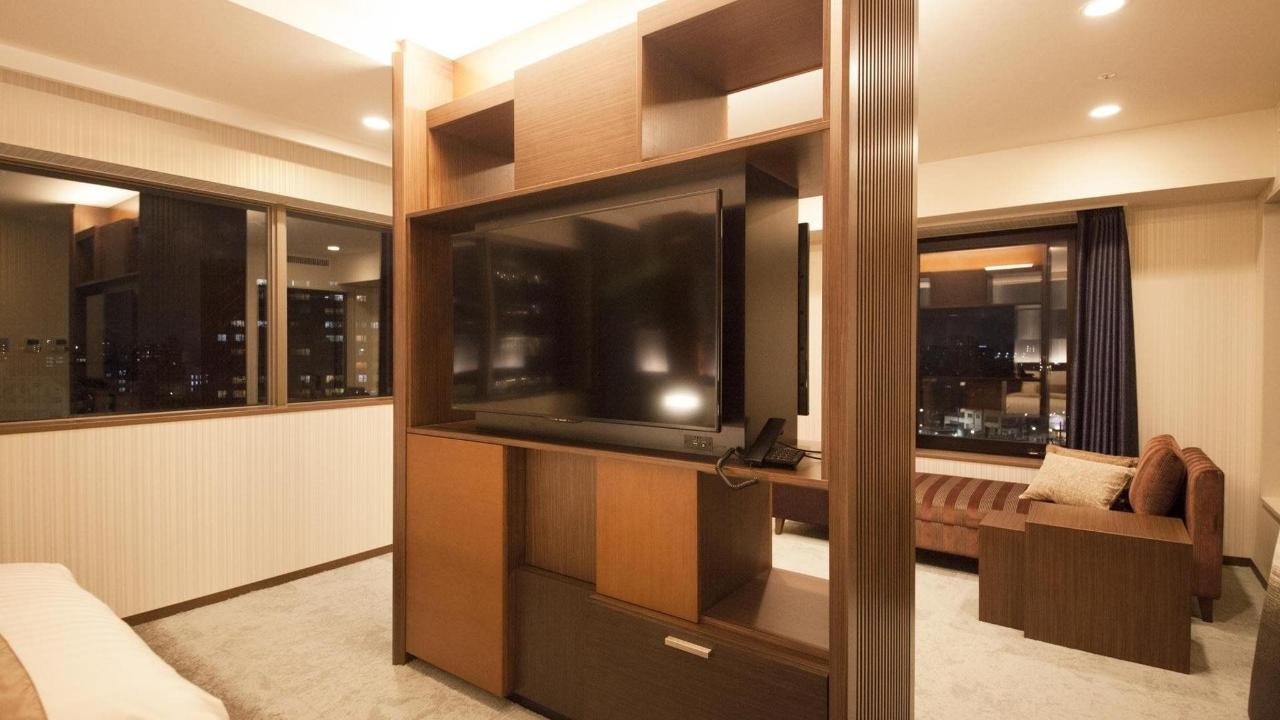 Flat TV.jpg