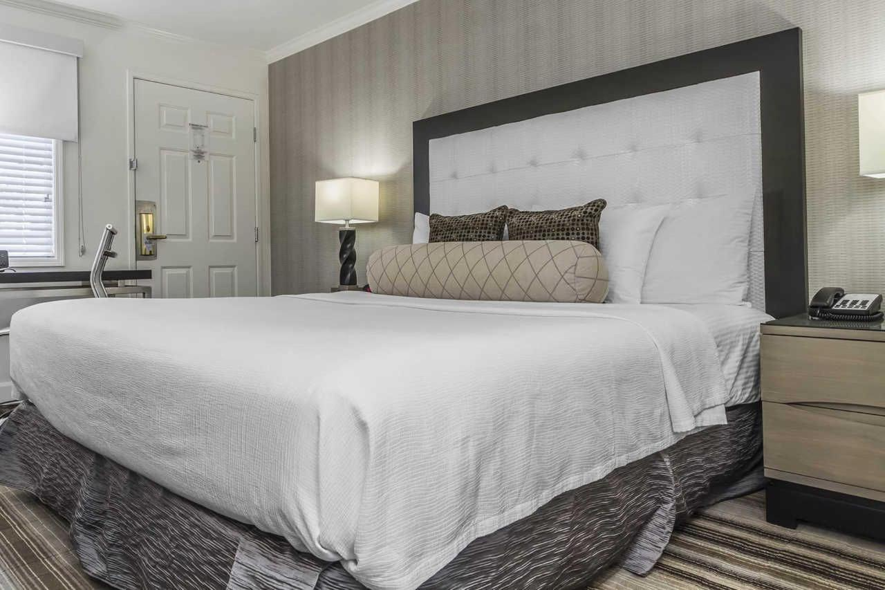 1-king-bed-2.jpg