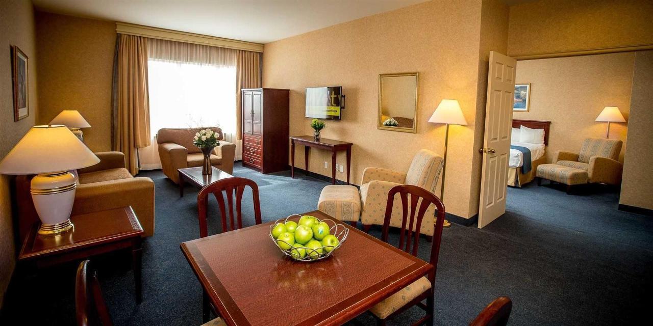 suite-lobby-2.JPG.1920x0.JPG