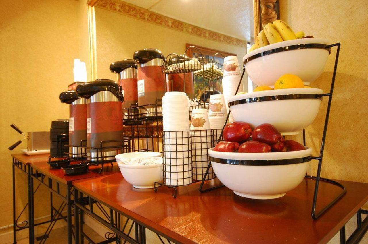 showhotel-breakfast.jpg.1024x0.jpg