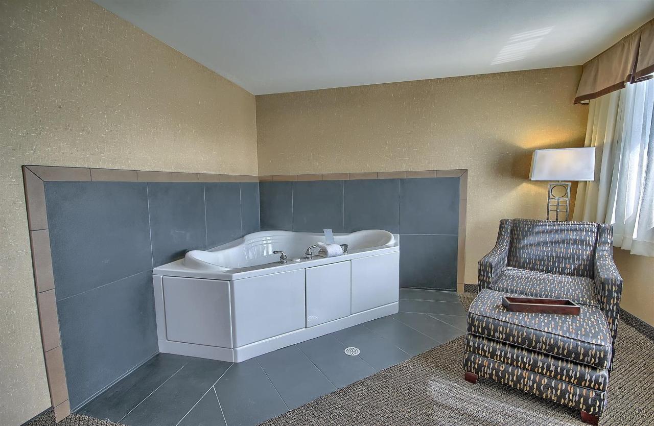 whirlpool-room.jpg