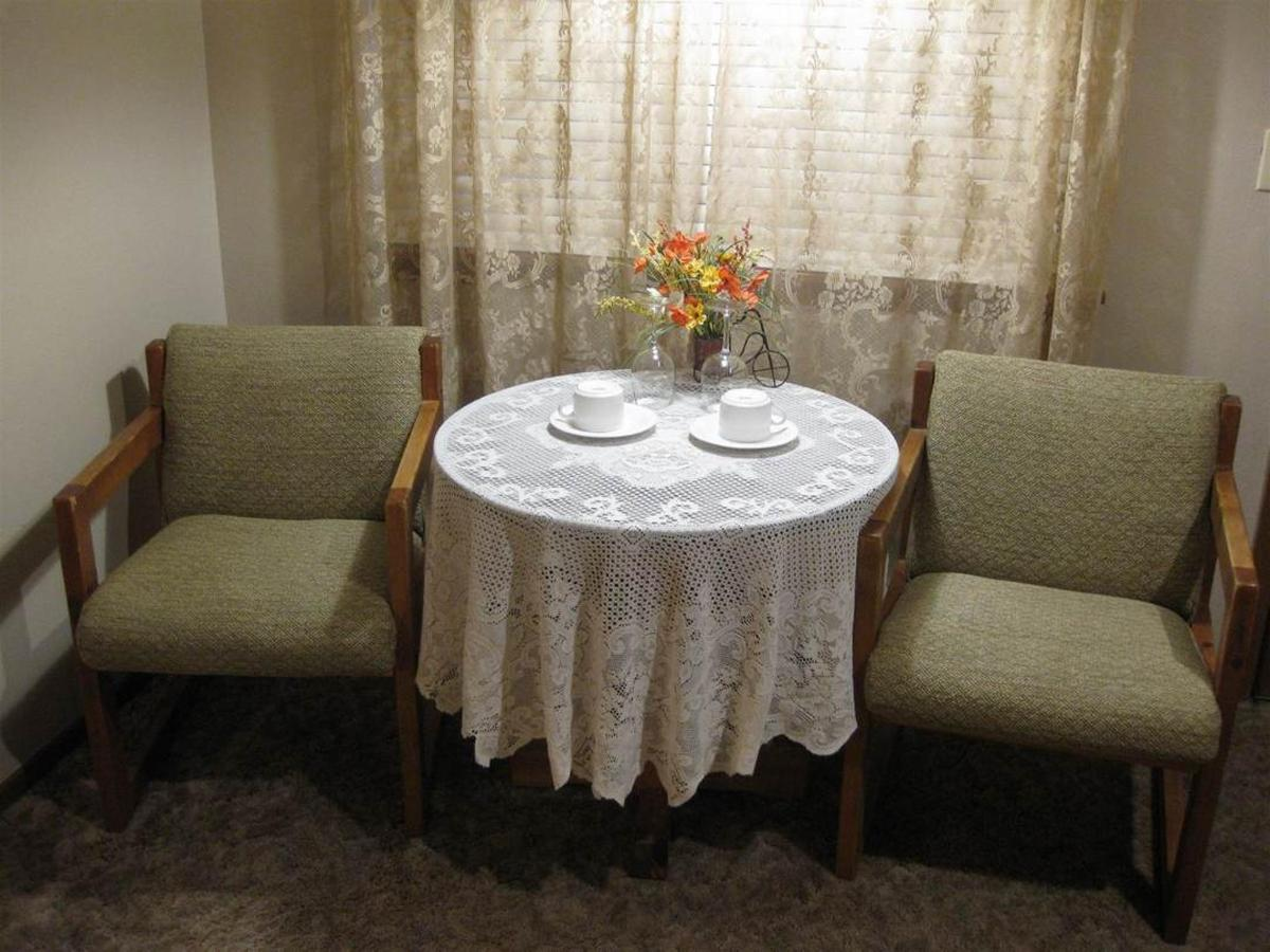 honeymoon-suite-table.JPG.1080x0.JPG