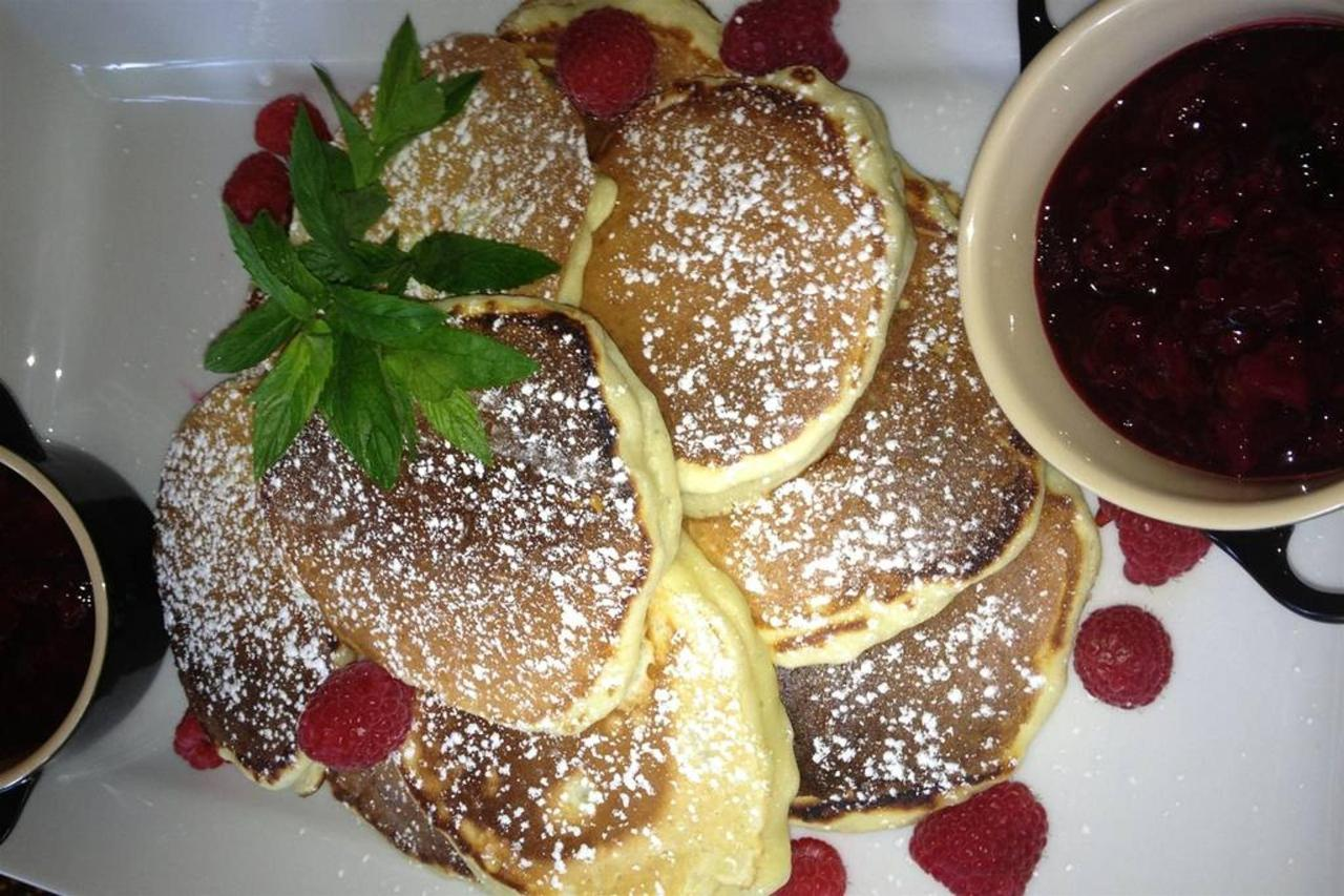 buttermilk-pancakes-with-homemade-berry-preserves-sauble-falls-bed-and-breakfast-1.jpg.1024x0.jpg