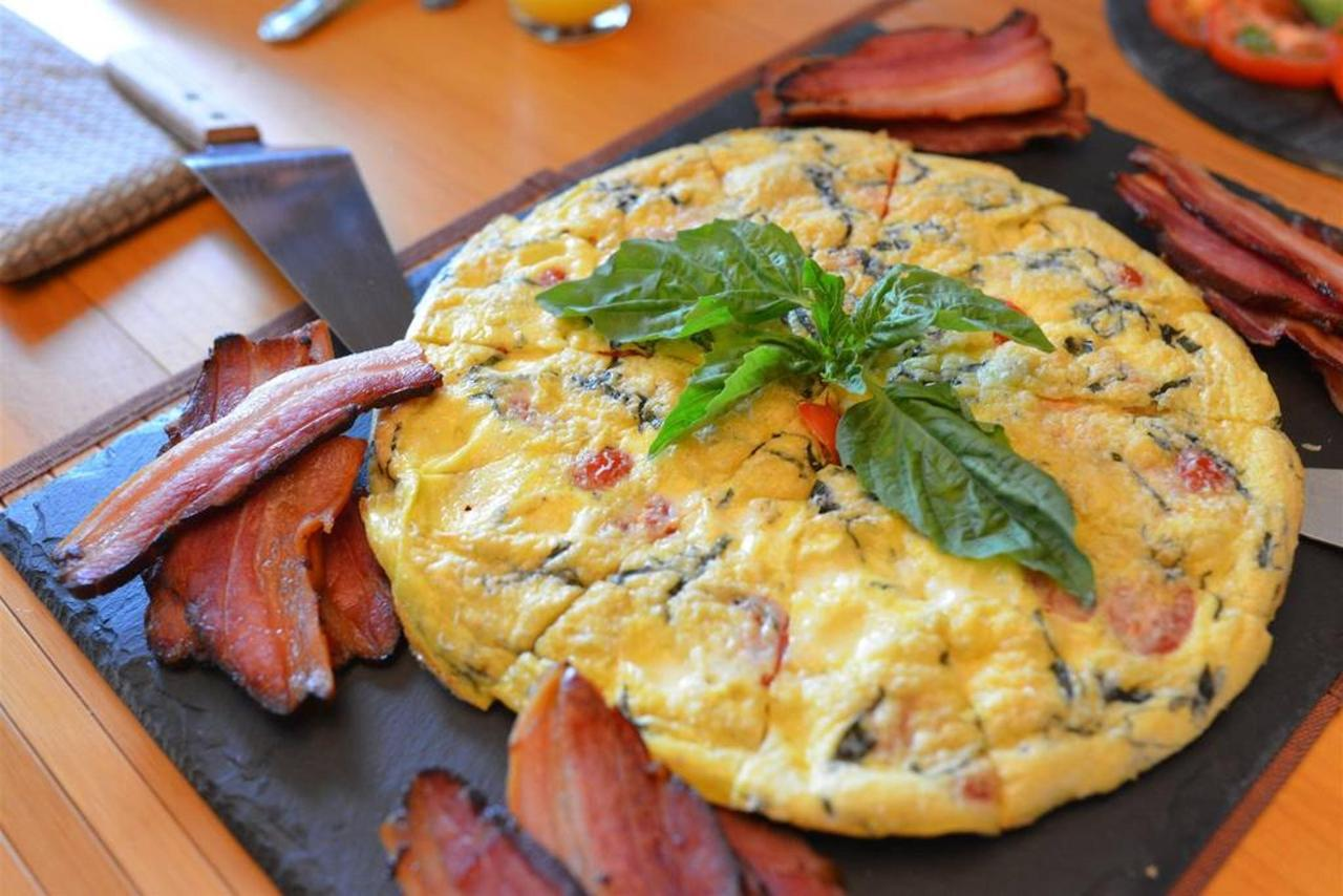 june-04-sauble-falls-b-b-caprese-frittata-with-doug-s-homemade-bacon.jpg.1024x0.jpg