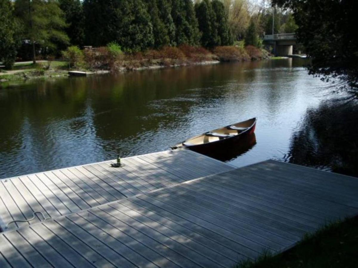 saublefallsbedandbreakfast-our-private-peaceful-dock-in-spring-20111.jpg.1024x0.jpg