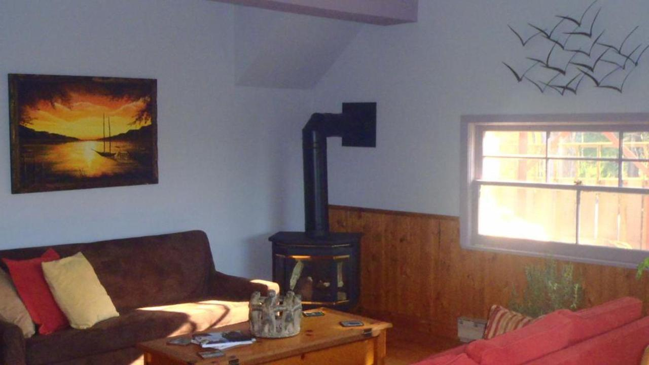 sauble-falls-bed-and-breakfast-guest-lounge-fireplace.jpg.1024x0.jpg