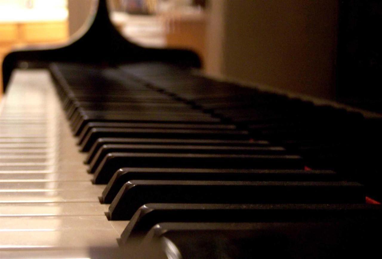 piano_keys_warm.jpg.1920x0.jpg