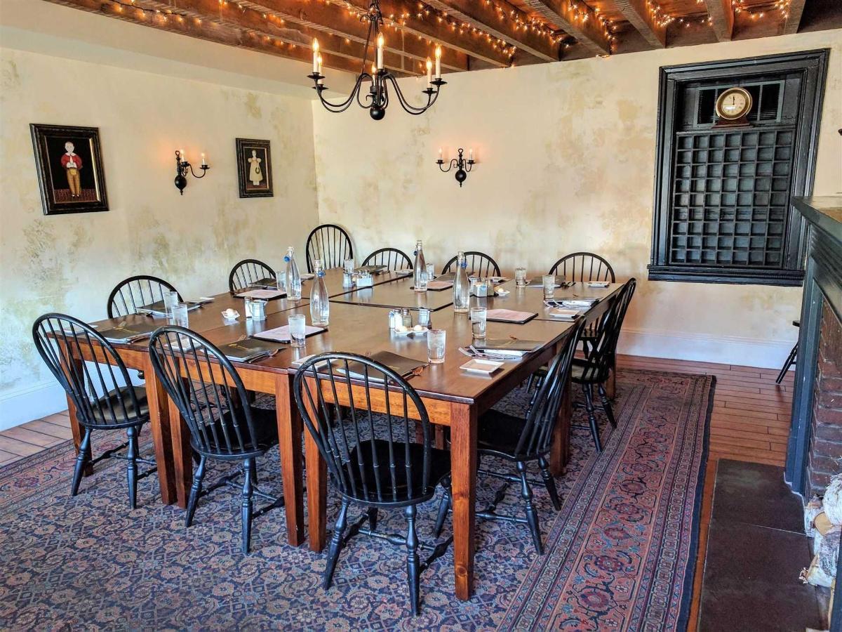 federal-room-no-tablecloth.jpg.1920x0.jpg