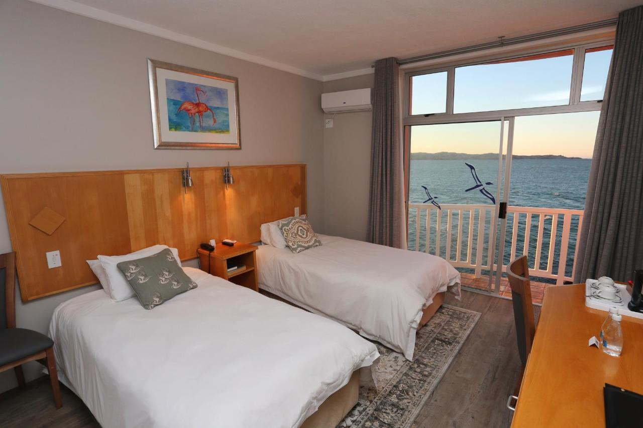 2018 COMFORT TWIN ROOM SEAVIEW.jpg