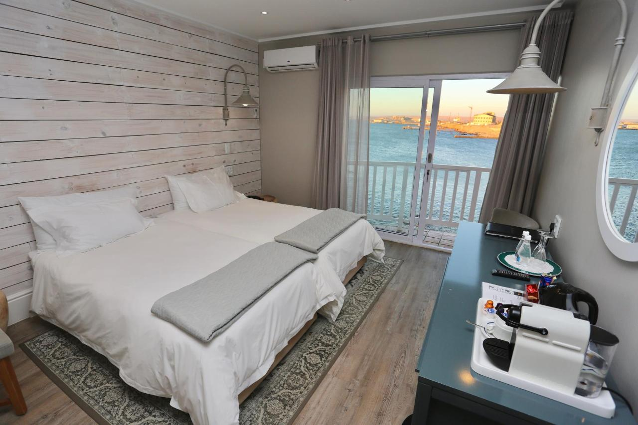 2018 DELUXE TWIN ROOM SEAVIEW.1.jpg