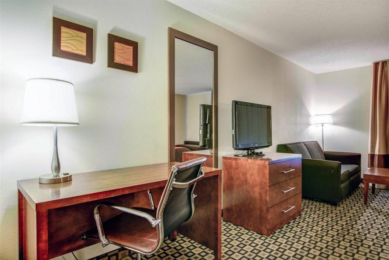 Rooms 6.jpg