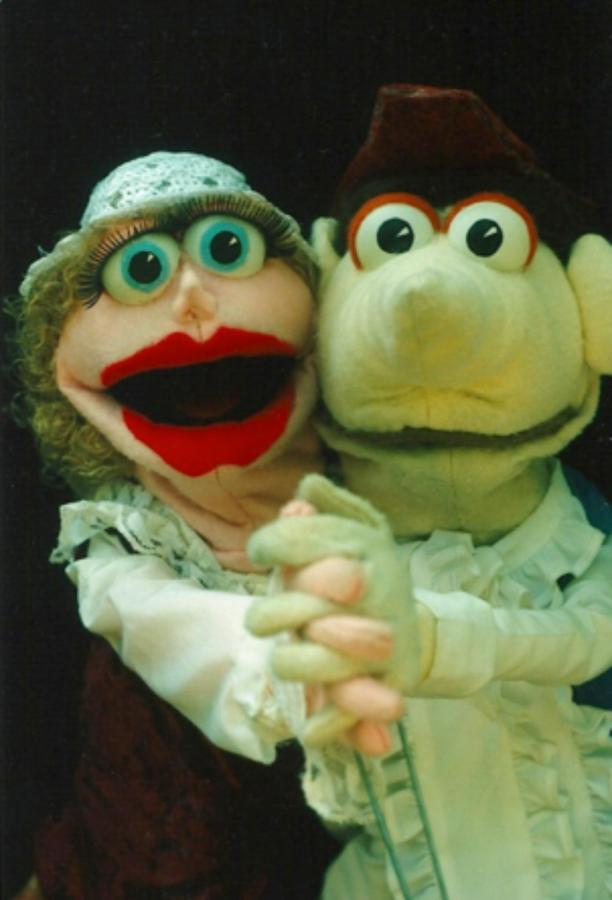 safa-frogtown-mountain-puppets.png.1024x0.png