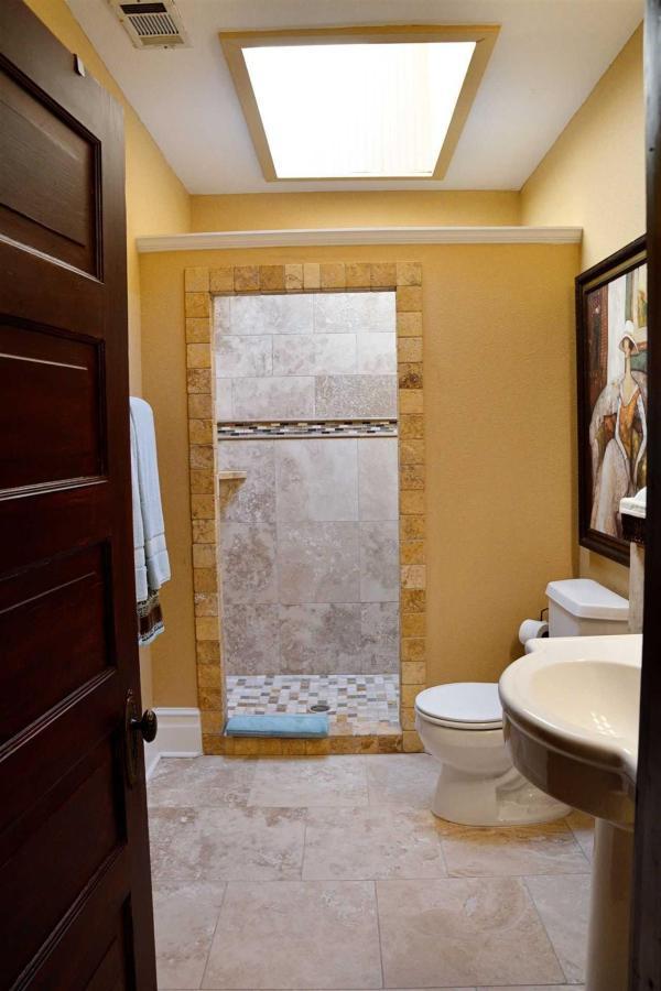 josephine-s-suite-space-bath-incluye-beautiful-tilework-and-a-original-skylight-at-iron-horse-inn.jpg.1920x0.jpg