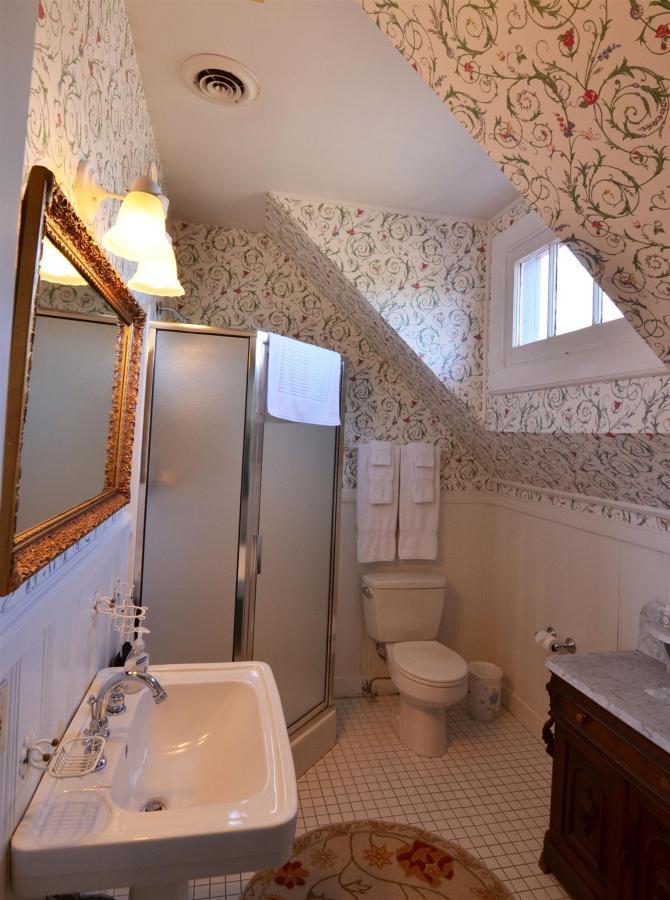 michael-bathroom.jpg.1920x0.jpg