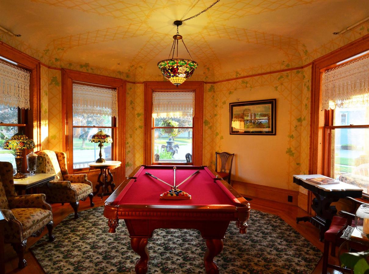 Union Gables Inn billards room