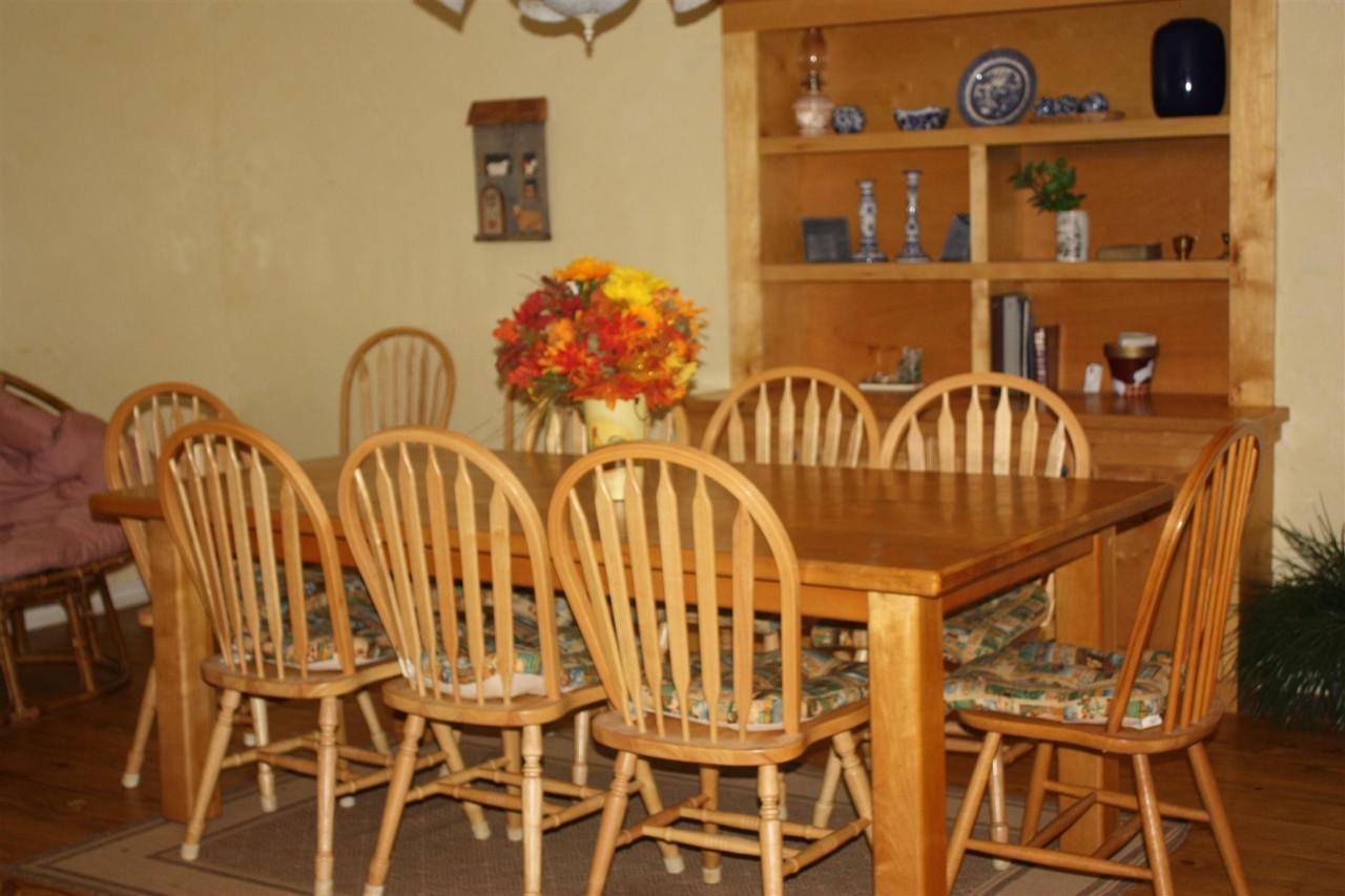 genesis-dining-room.JPG.1920x0.JPG