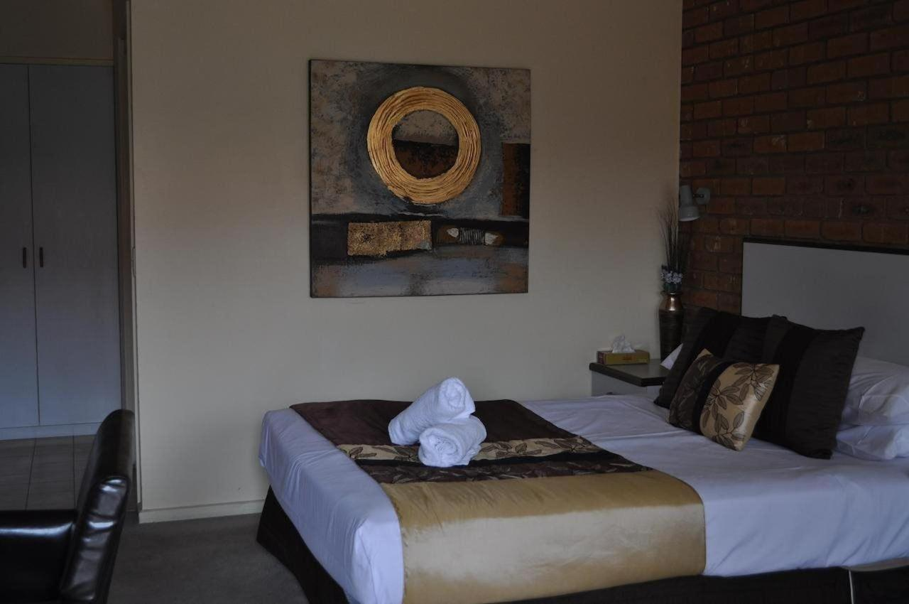 Standard Room Queen.jpg