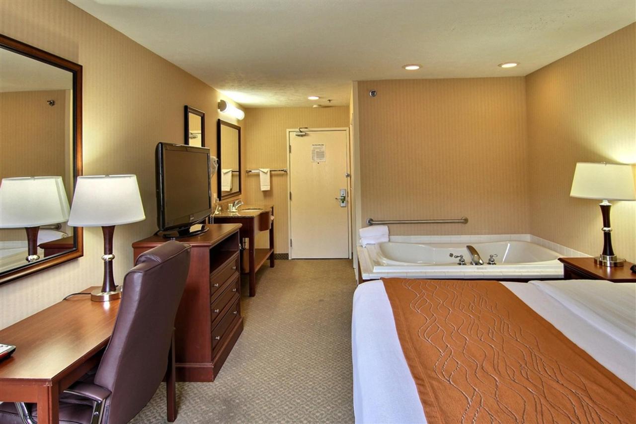 king-hot-tub-room.JPG.1024x0.JPG