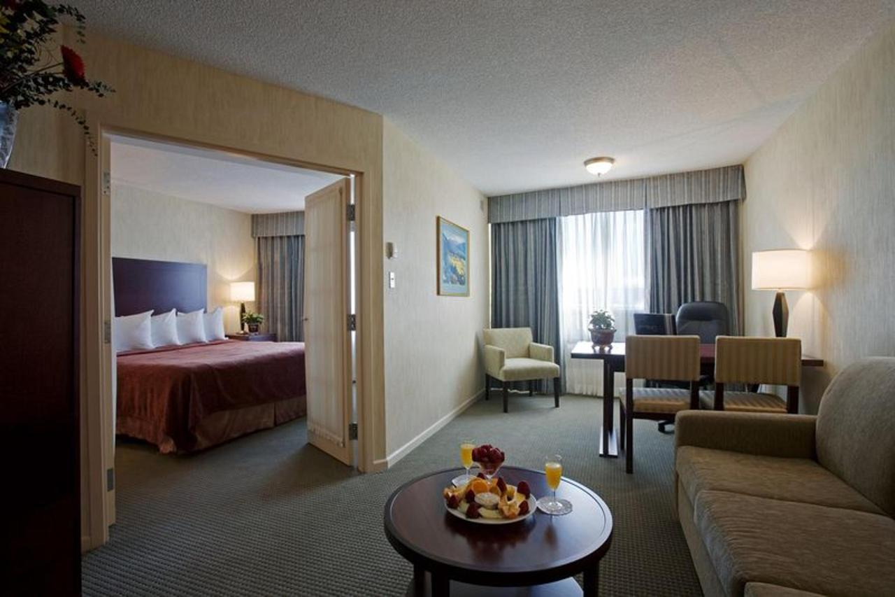king-suite-laval-quality-suites.jpg