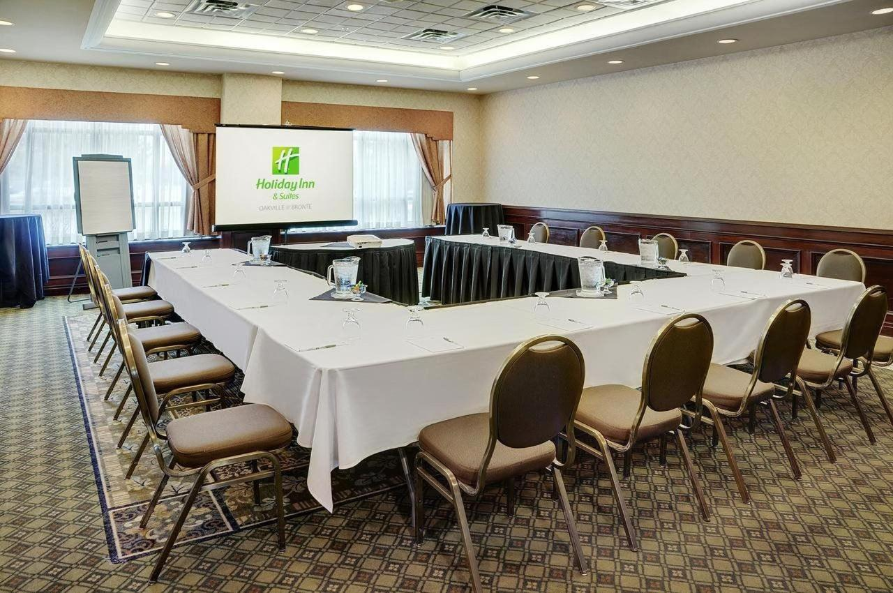 Holiday Inn & Suites Oakville @ Bronte..jpg