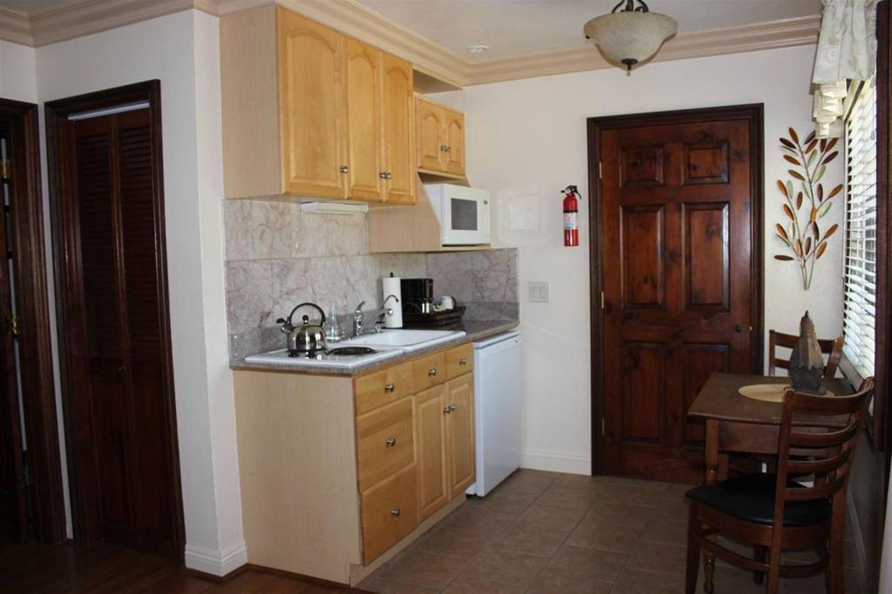 pinot-noir-rm-3a-kitchen.JPG.1024x0.JPG