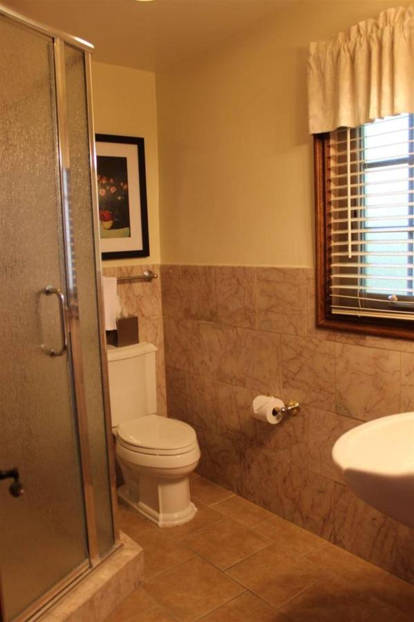 tulip-rm-10-bathroom.JPG.1024x0.JPG